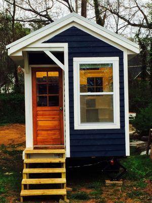 Garota de 14 anos constrói a sua própria casa!