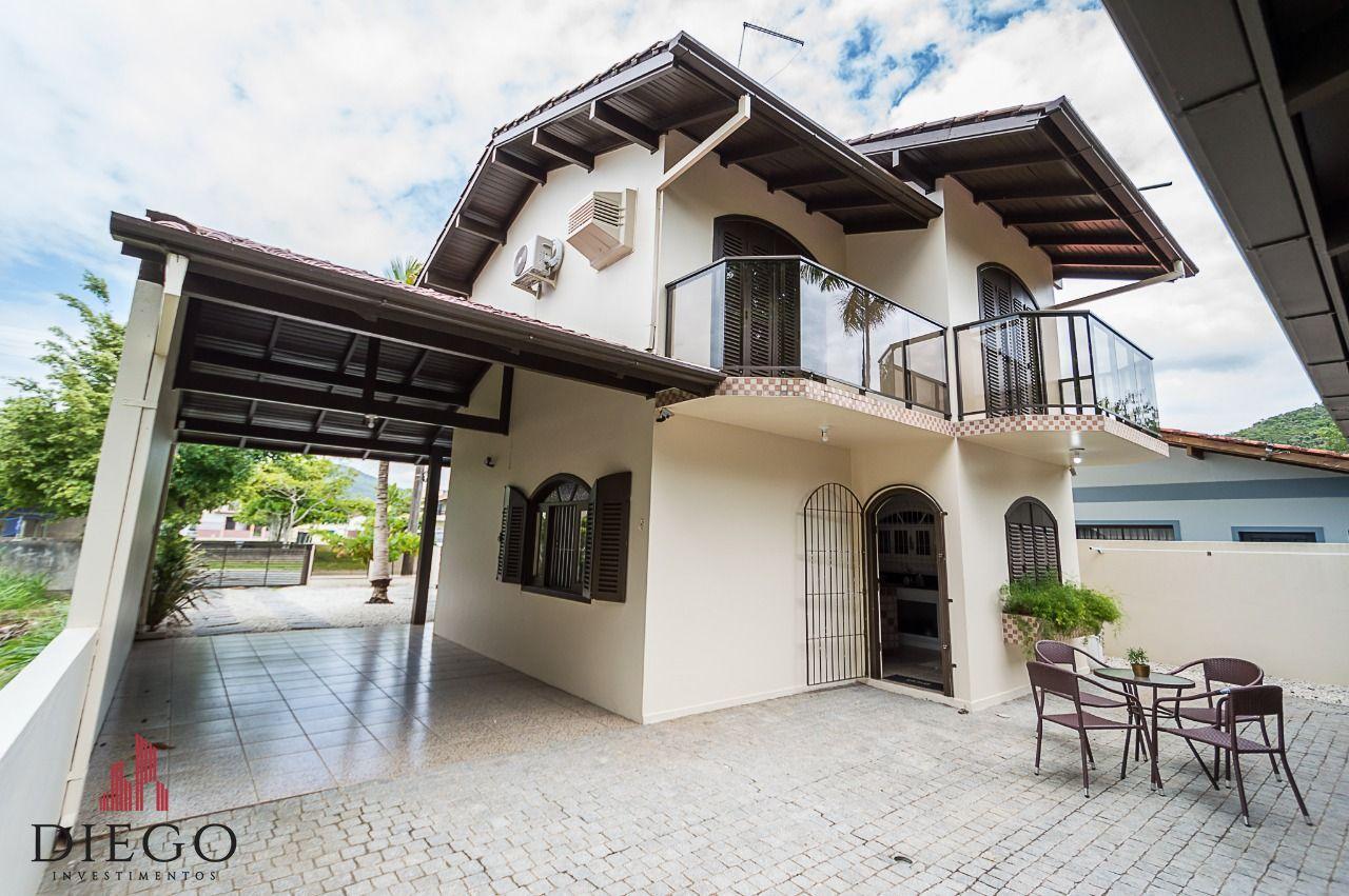 Casa à venda  no Morrinhos - Bombinhas, SC. Imóveis