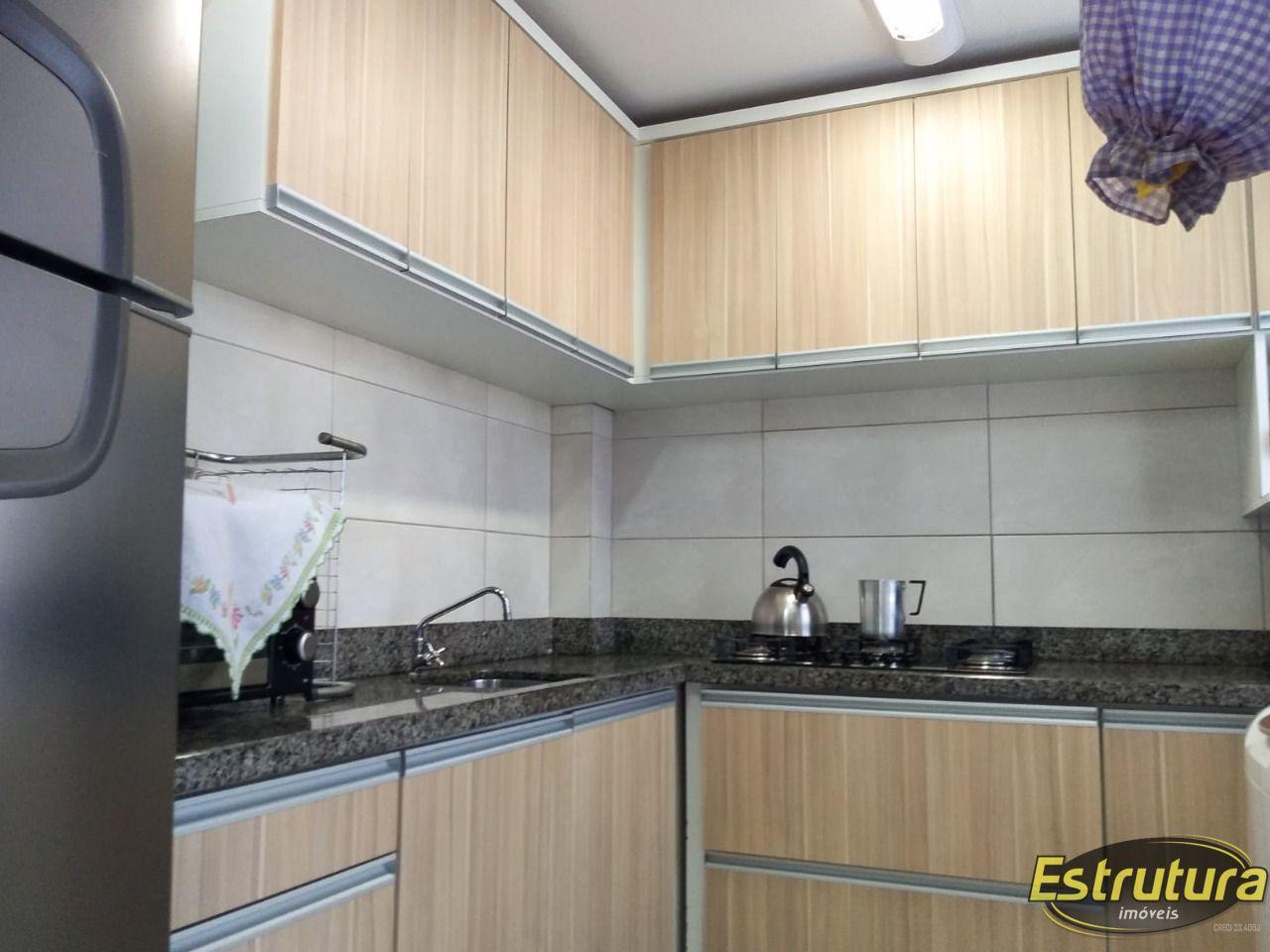 Apartamento com 2 Dormitórios à venda, 79 m² por R$ 298.000,00