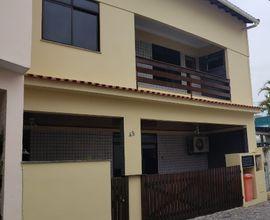 Linda casa duplex em condominio fechado na Barra