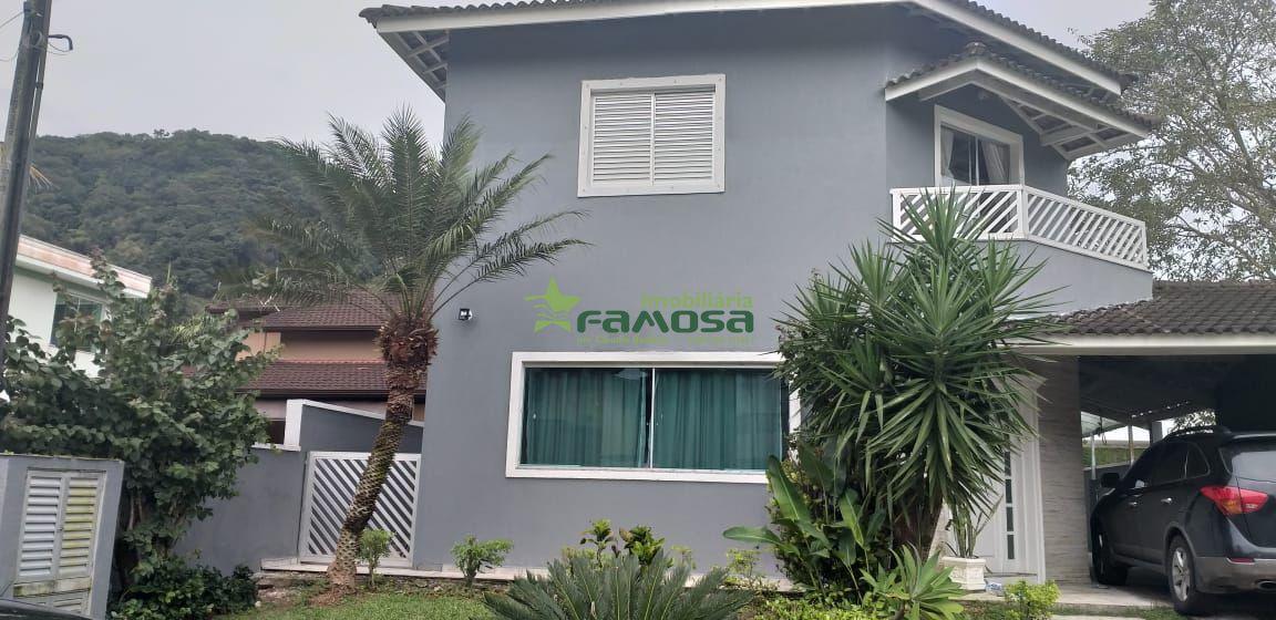 Casa em condomínio à venda  no Balneário Praia do Pernambuco - Guarujá, SP. Imóveis