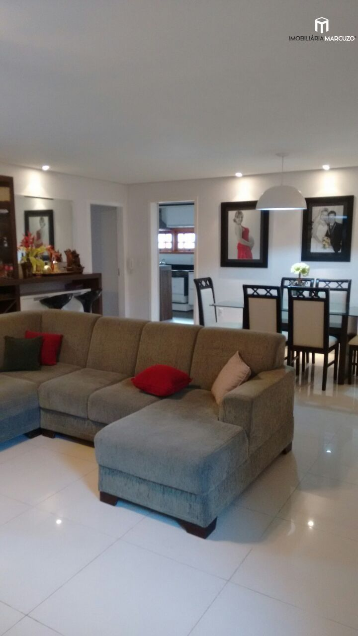 Casa com 3 Dormitórios à venda, 204 m² por R$ 830.000,00
