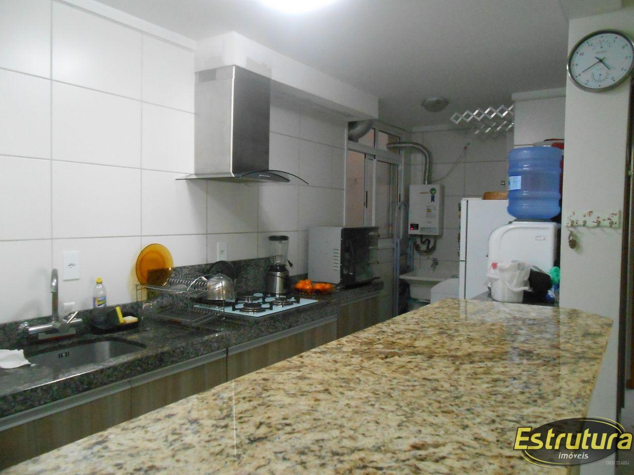 Apartamento com 2 Dormitórios à venda, 71 m² por R$ 318.000,00