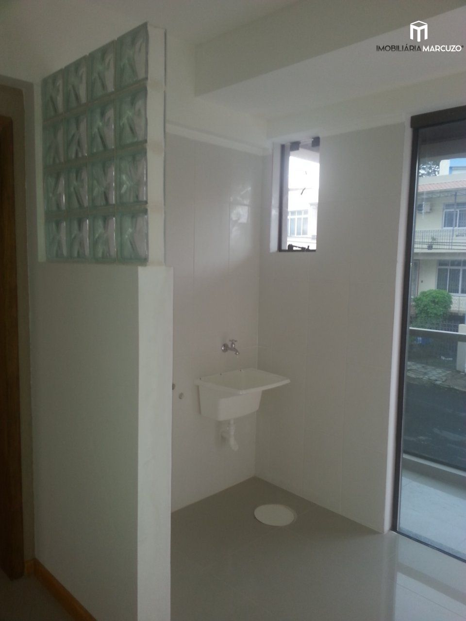 Apartamento com 1 Dormitórios à venda, 50 m² por R$ 159.000,00