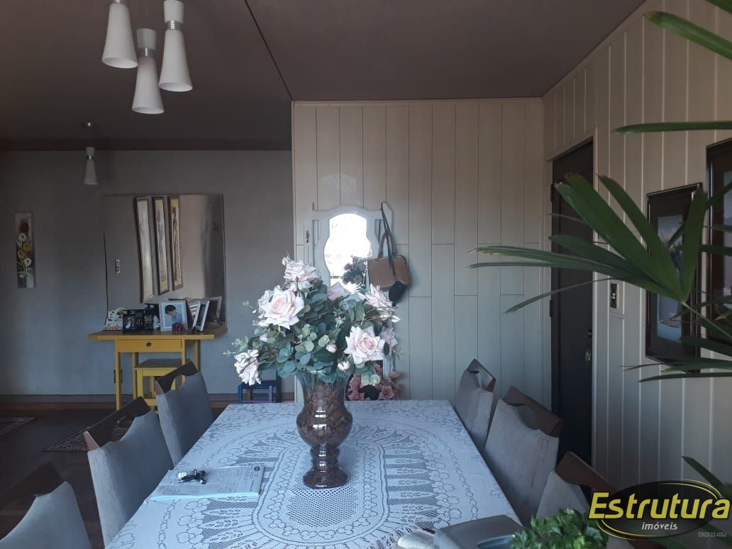 Apartamento com 3 Dormitórios à venda, 122 m² por R$ 340.000,00