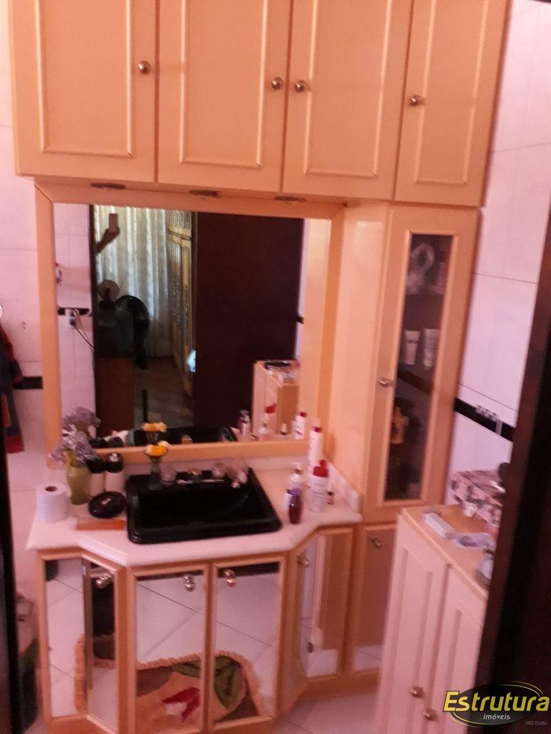 Casa com 7 Dormitórios à venda, 266 m² por R$ 2.300.000,00