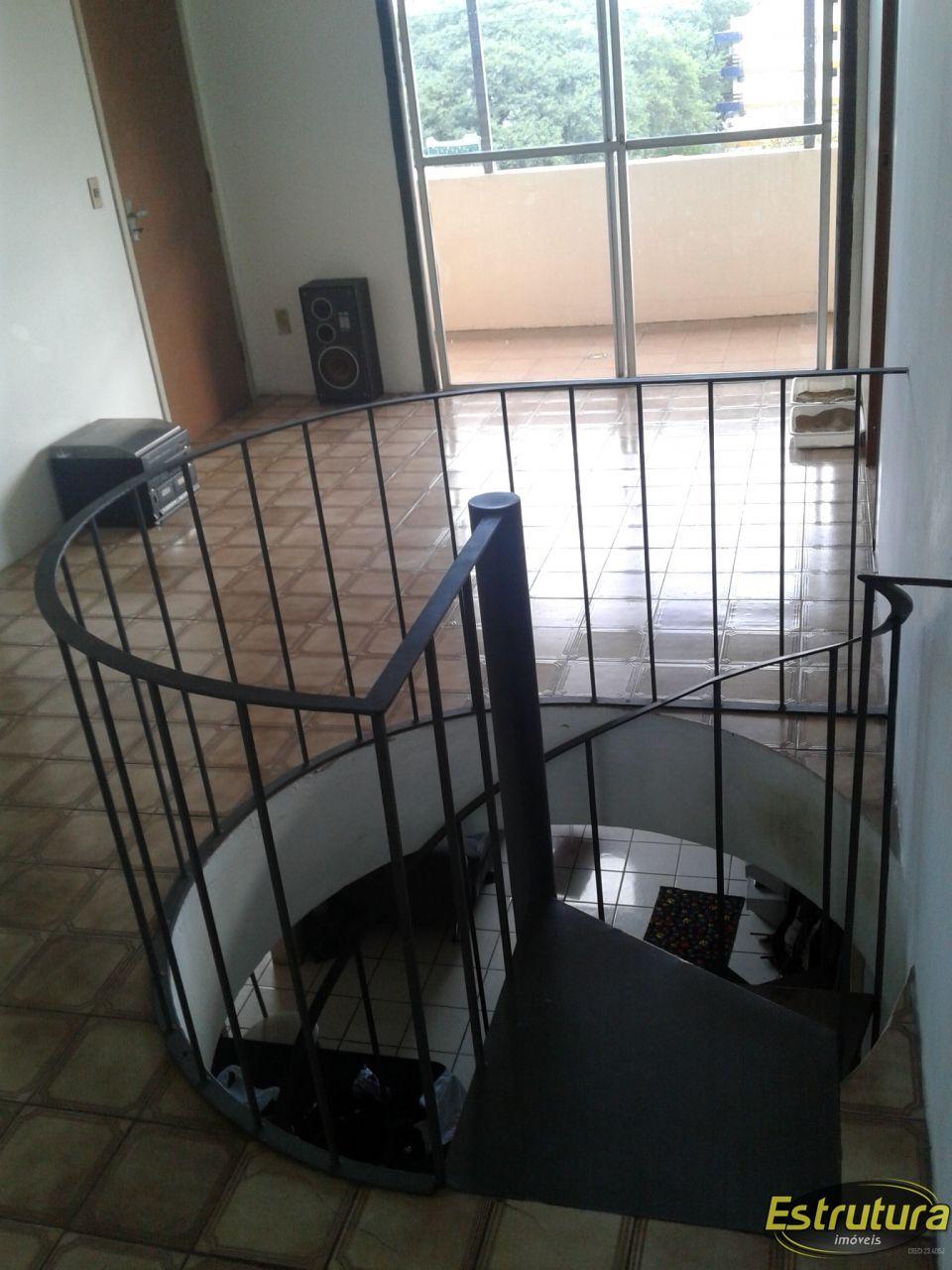 Apartamento com 2 Dormitórios à venda, 110 m² por R$ 300.000,00