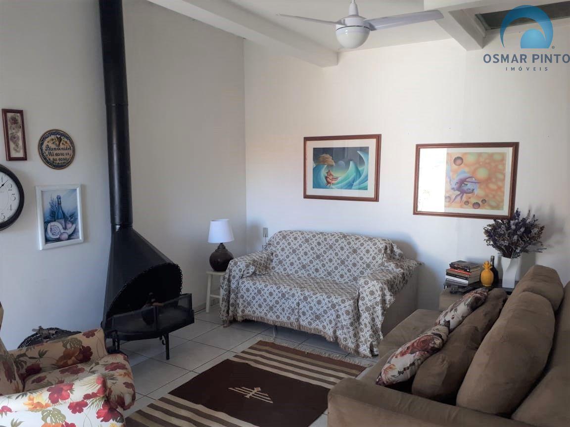 Casa com 2 dormitórios<small> em Torres, Praia da Cal</small>
