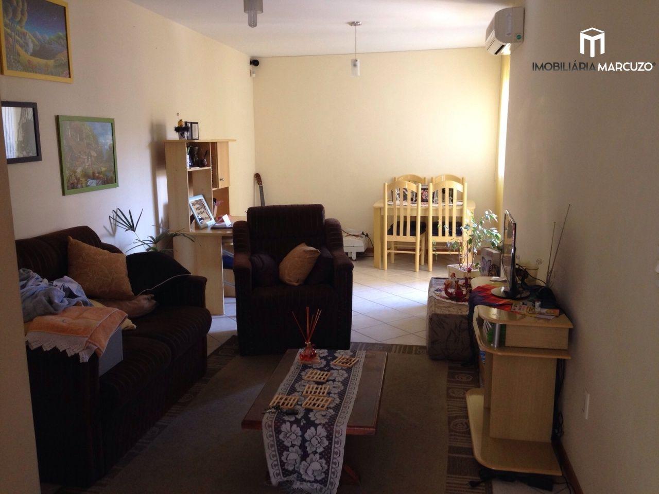 Apartamento com 2 Dormitórios à venda, 74 m² por R$ 300.000,00