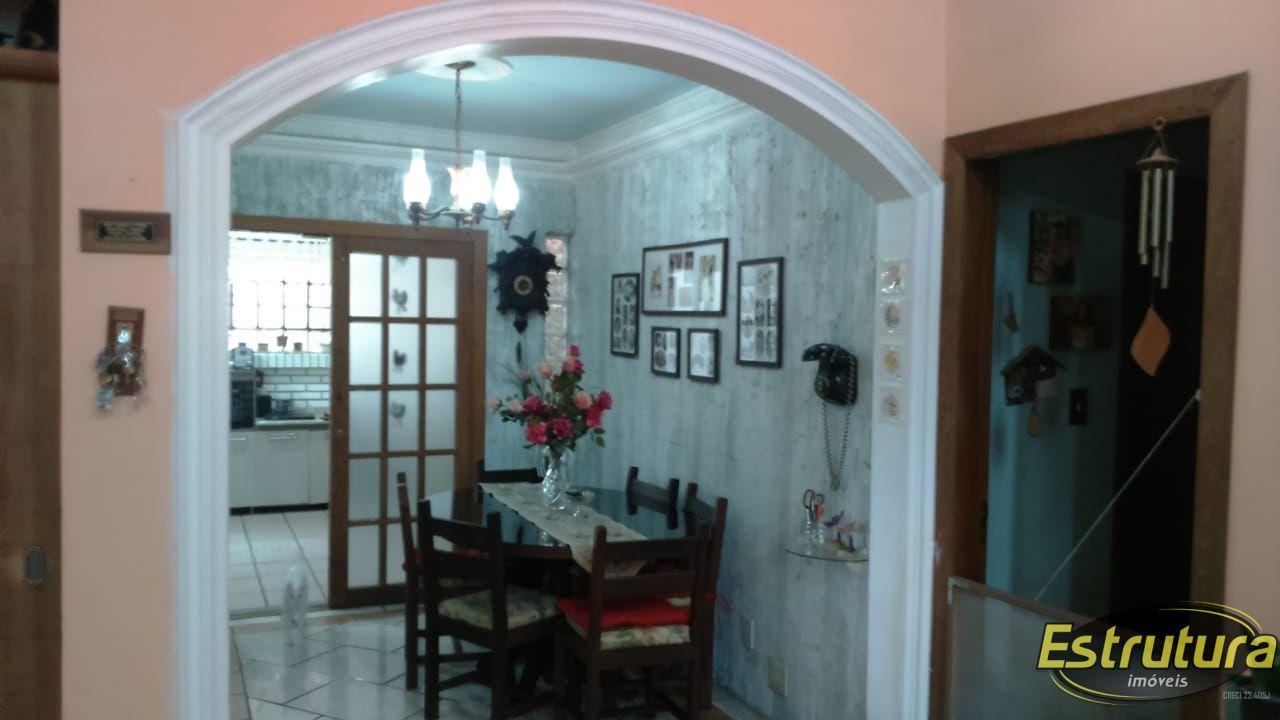 Casa com 3 Dormitórios à venda, 230 m² por R$ 330.000,00