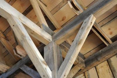 Qual melhor tipo de madeira para fazer o telhado da casa?