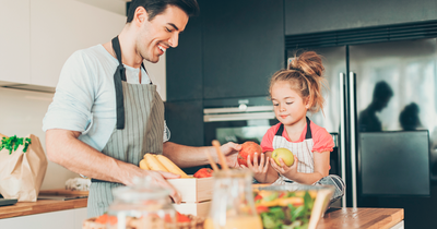 7 ideias para as crianças ajudarem na cozinha durante a quarentena
