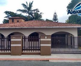 Casa e localizada no Bairro Rau em Jaraguá do Sul.