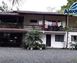 Casa estilo sobrado no bairro Vila Lalau em Jaragu