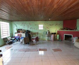 salão de fundos com lareira