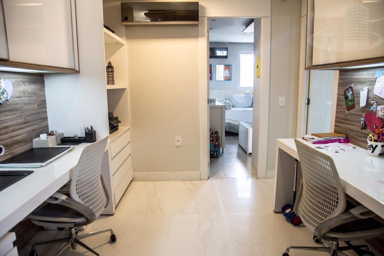Apartamento com 3 Dormitórios à venda, 196 m² por R$ 1.600.000,00