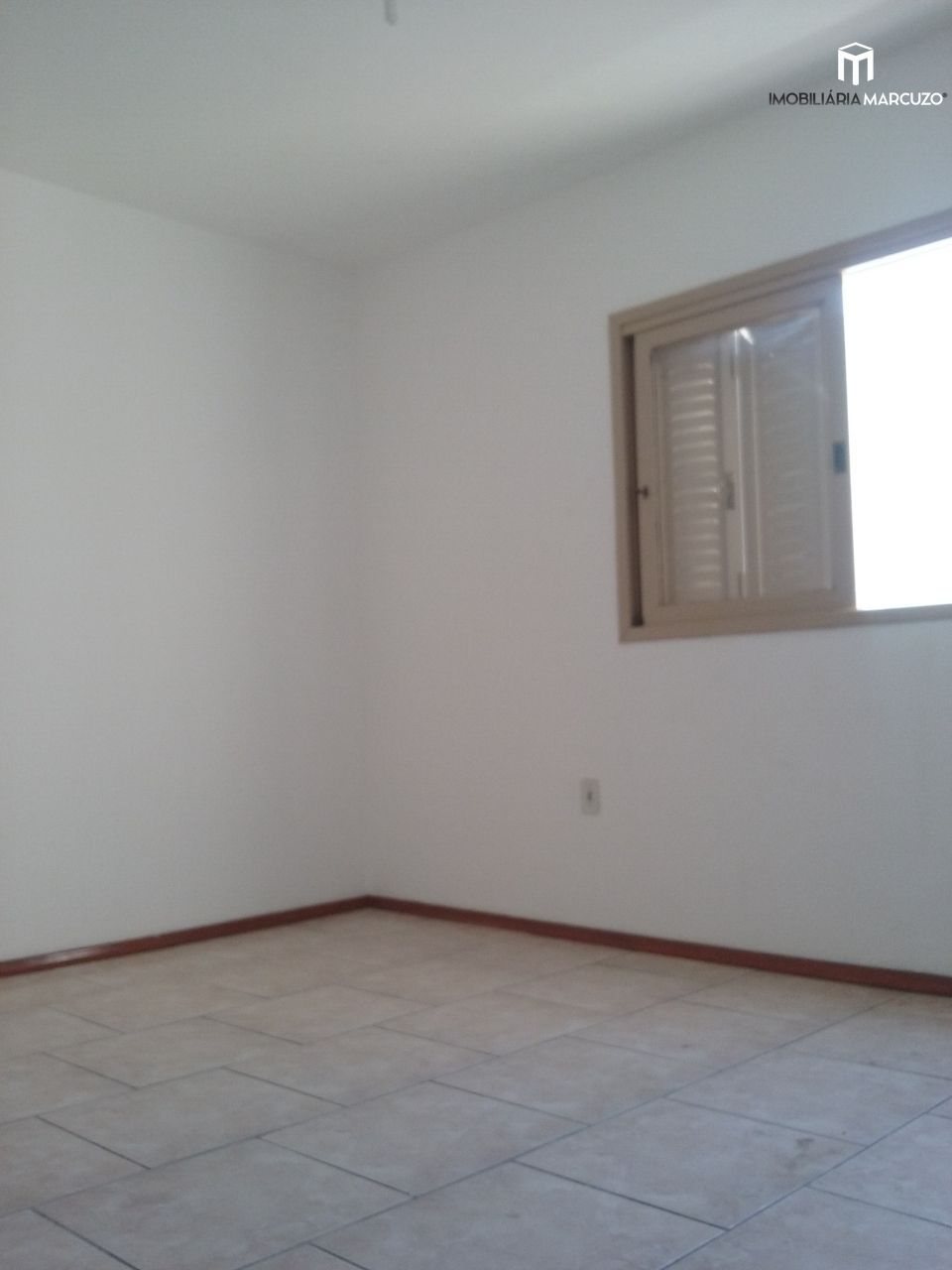 Apartamento com 3 Dormitórios à venda, 115 m² por R$ 295.000,00