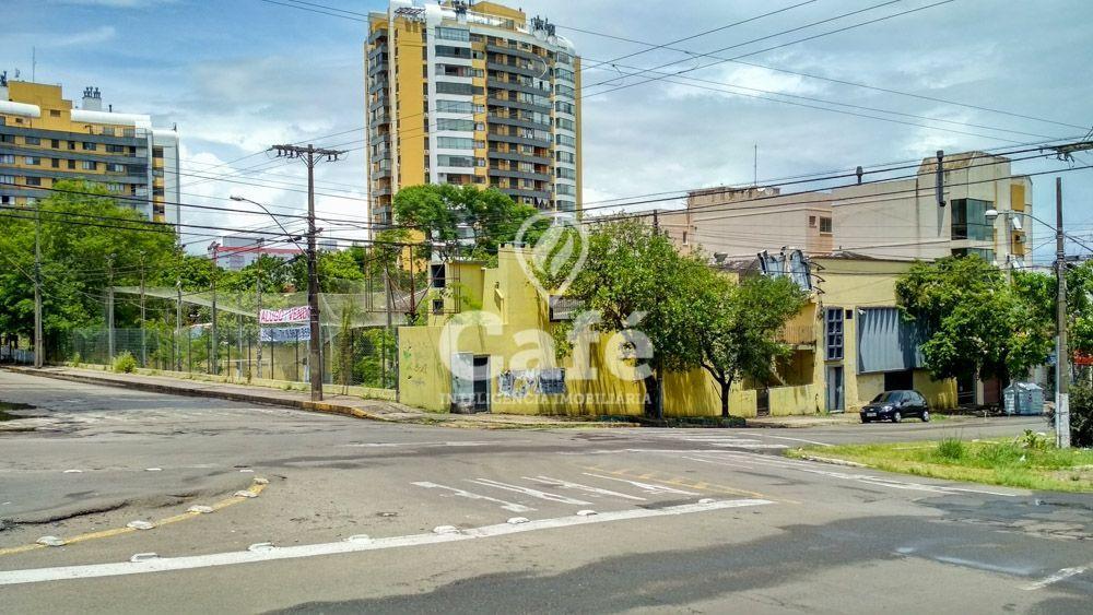 Prédio comercial/residencial à venda  no Nossa Senhora de Fátima - Santa Maria, RS. Imóveis
