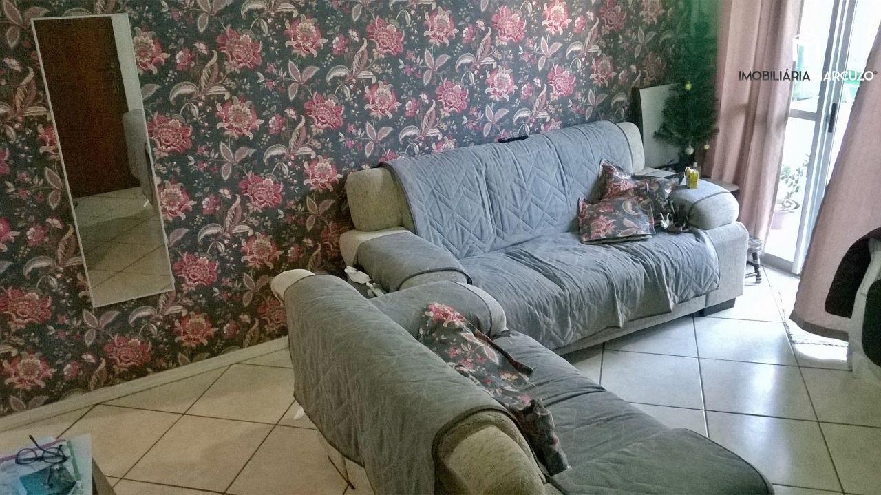 Apartamento com 2 Dormitórios à venda, 67 m² por R$ 220.000,00