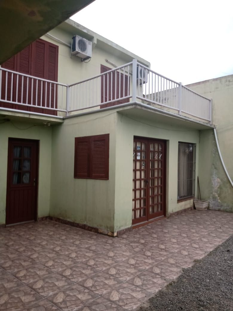 Sobrado com 3 Dormitórios à venda, 176 m² por R$ 318.000,00