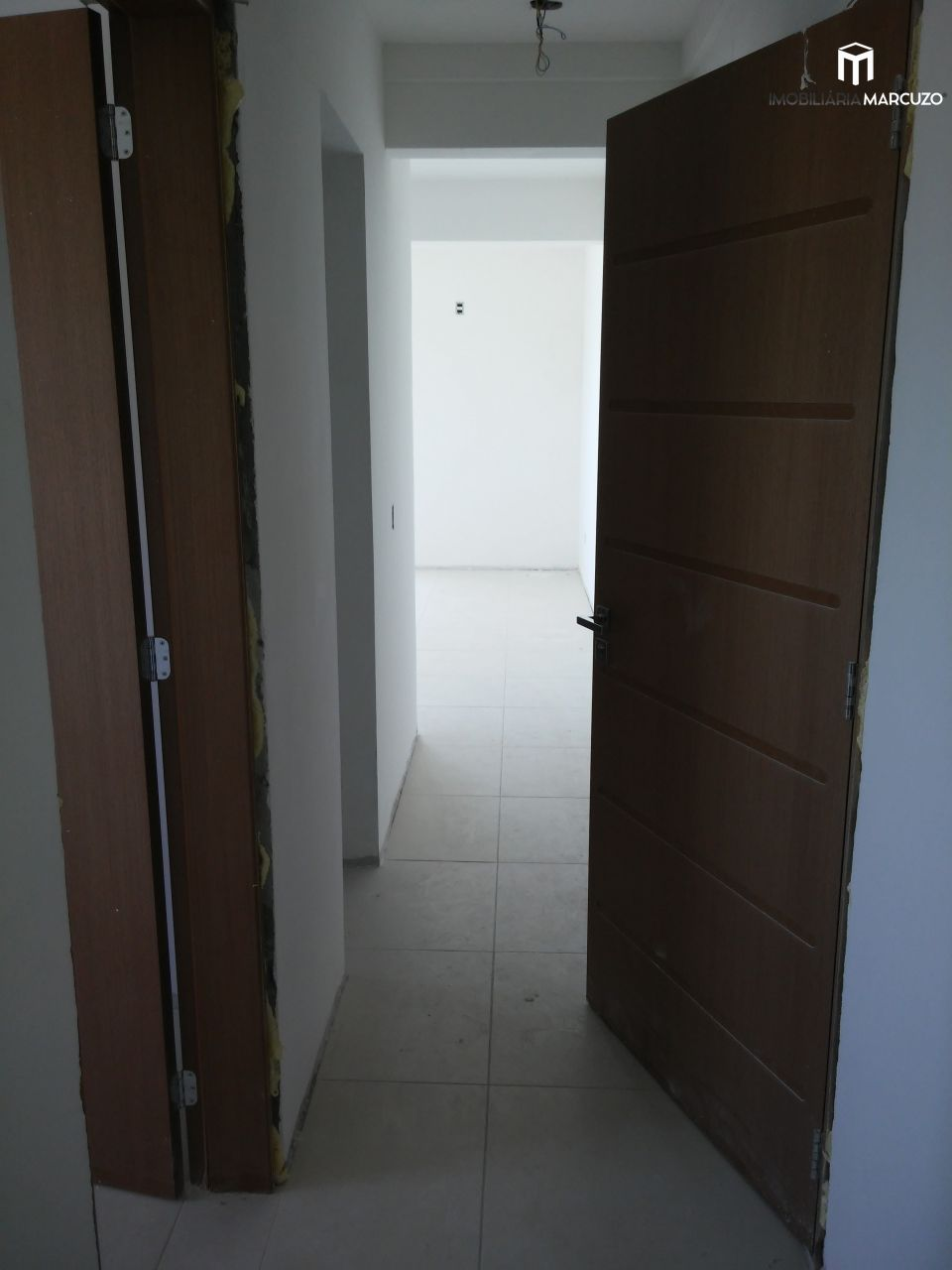Apartamento com 2 Dormitórios à venda, 74 m² por R$ 399.000,00