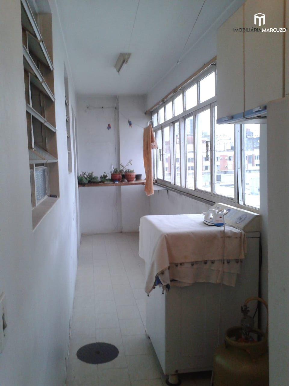 Apartamento com 3 Dormitórios à venda, 144 m² por R$ 370.000,00