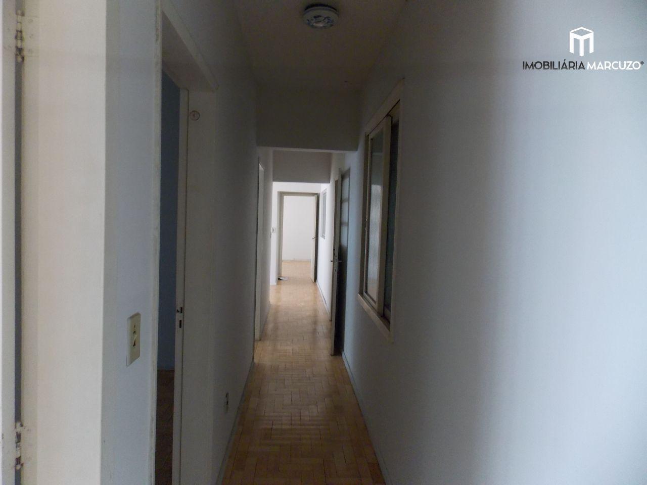 Apartamento com 3 Dormitórios à venda, 130 m² por R$ 300.000,00