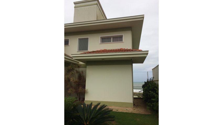 Sobrado à venda  no Itacolomi - Balneário Piçarras, SC. Imóveis