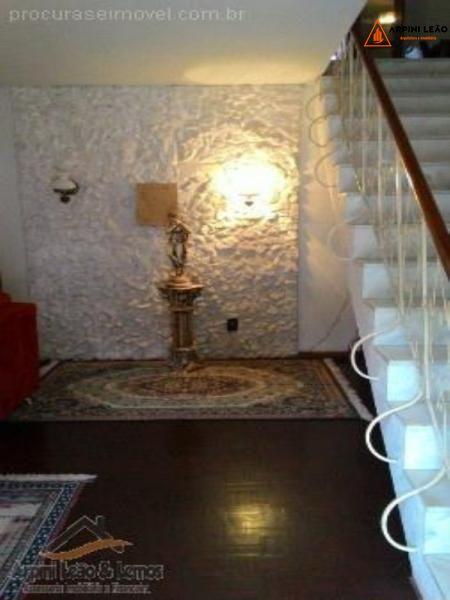 Casa com 3 Dormitórios à venda, 500 m² por R$ 950.000,00