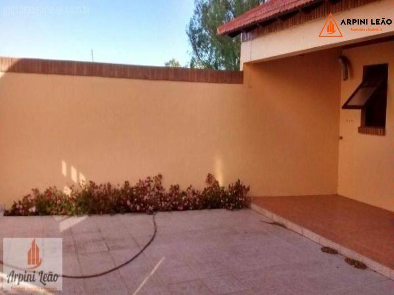 Casa com 4 Dormitórios à venda, 318 m² por R$ 1.060.000,00