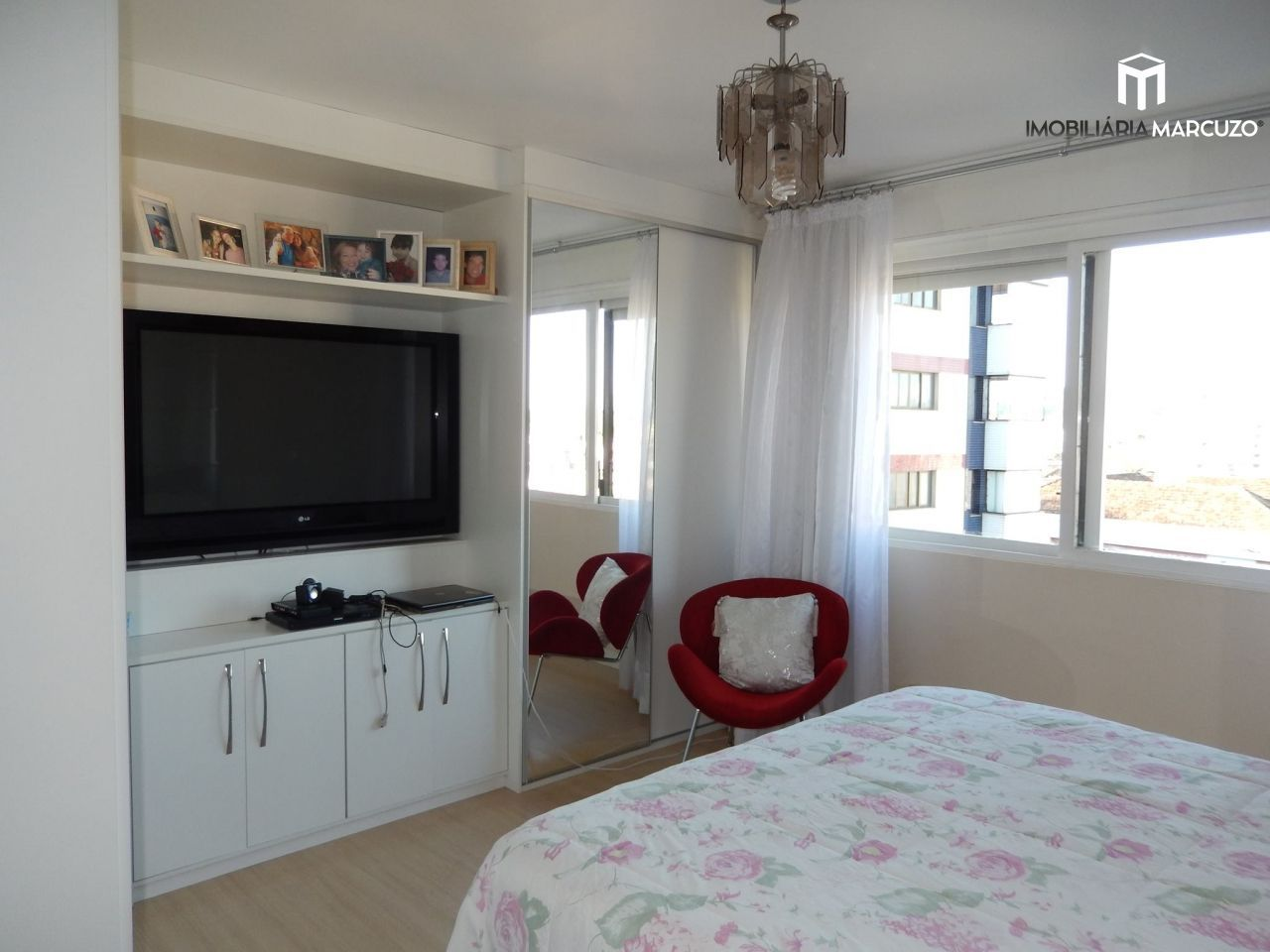 Apartamento com 5 Dormitórios à venda, 295 m² por R$ 850.000,00