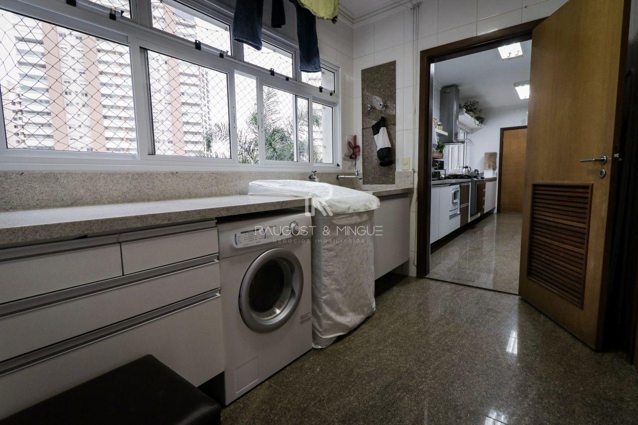 Apartamento com 4 Dormitórios à venda, 247 m² por R$ 1.350.000,00