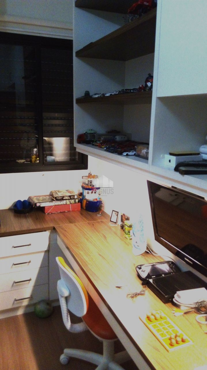 Apartamento com 3 Dormitórios para alugar, 135 m² por R$ 2.450,00