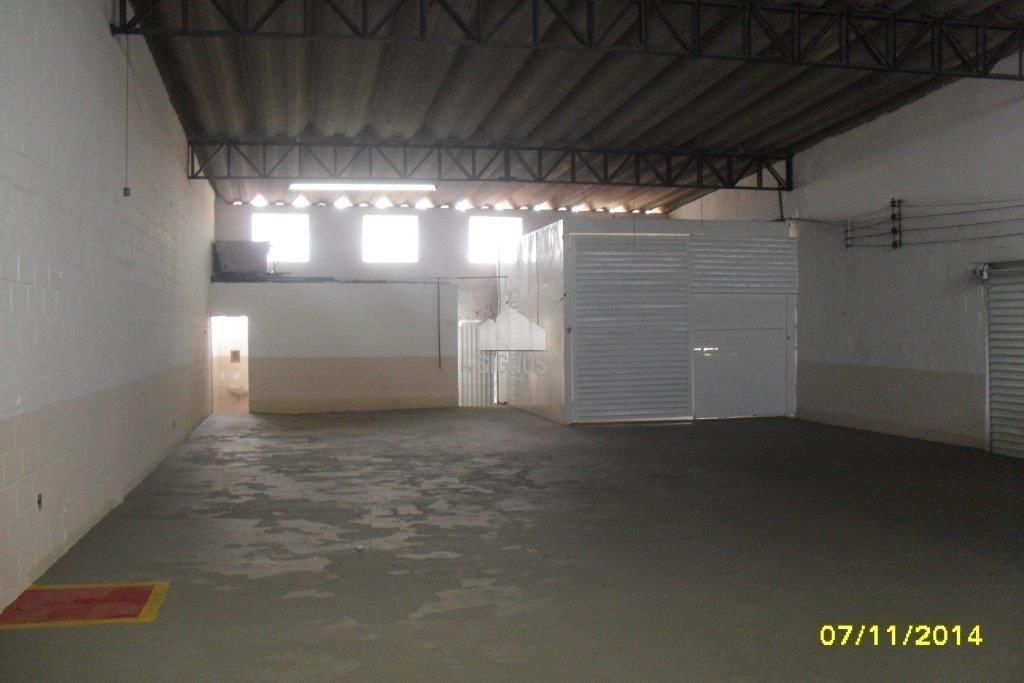 Pavilhão/galpão/depósito com 2 Dormitórios para alugar, 400 m² por R$ 2.800,00