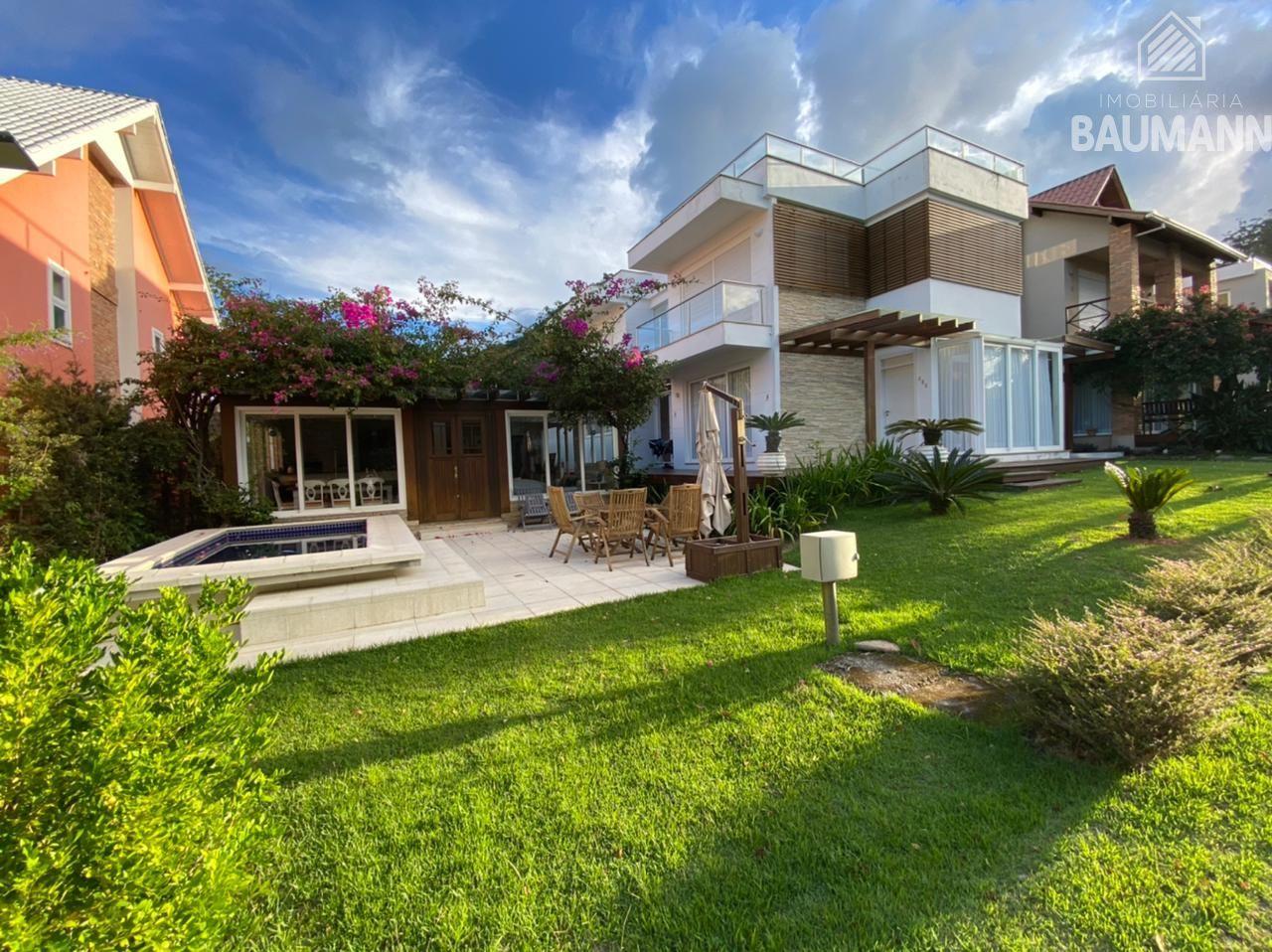 Casa à venda  no Praia do Estaleiro - Balneário Camboriú, SC. Imóveis