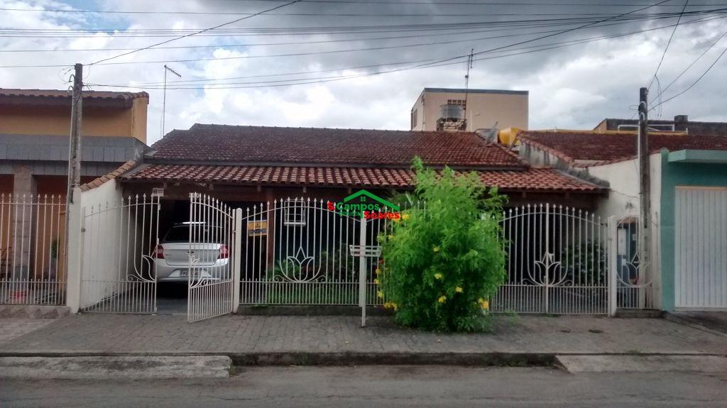 Casa à venda  no Centro - Aparecida, SP. Imóveis