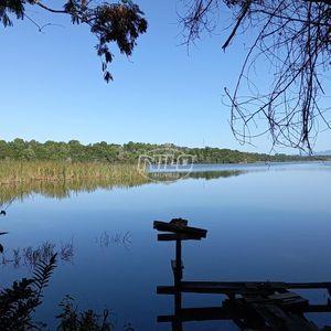 Chácara em Mãe-Bá, Anchieta/ES, com vista para acesso exclusivo a lagoa.