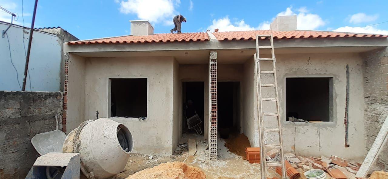 Casa à venda  no Sítio Cercado - Curitiba, PR. Imóveis