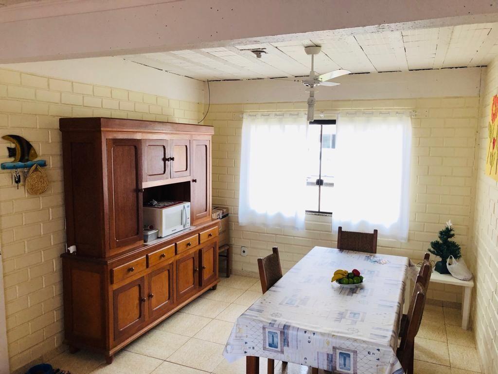 Casa com 3 Dormitórios para alugar, 90 m² por R$ 800,00