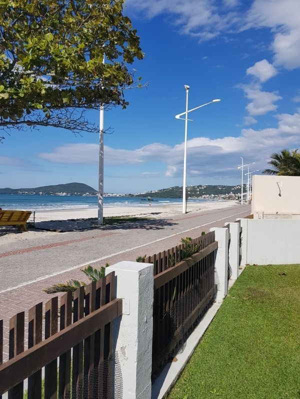 Casa para alugar  no Bombas - Bombinhas, SC. Imóveis