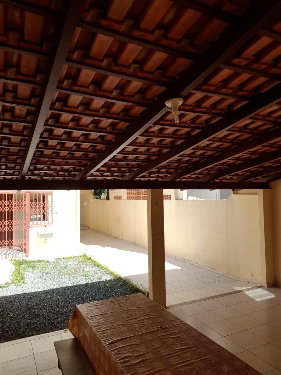 Casa com 3 Dormitórios para alugar, 100 m² por R$ 650,00