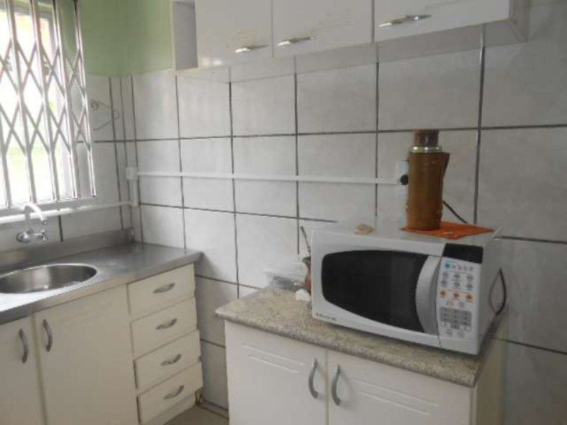 Casa com 4 Dormitórios para alugar, 130 m² por R$ 700,00