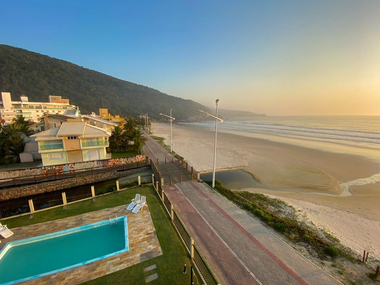 Apartamento com 4 Dormitórios para alugar, 176 m² por R$ 800,00