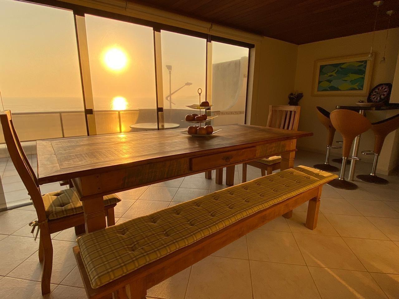 Apartamento com 4 Dormitórios para alugar, 176 m² por R$ 1.800,00