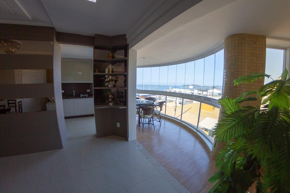 Apartamento com 3 Dormitórios para alugar, 90 m² por R$ 900,00