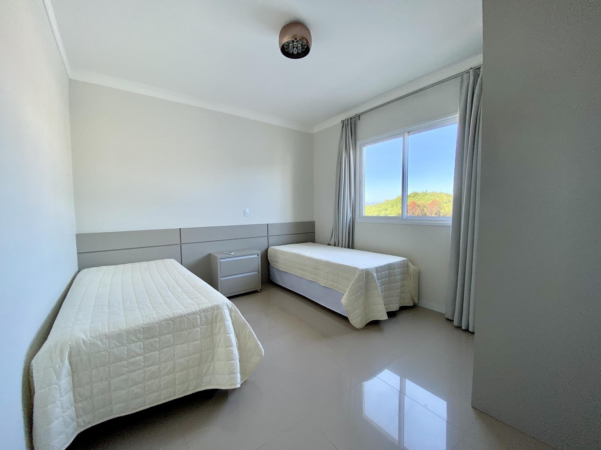 Cobertura com 3 Dormitórios para alugar, 160 m² por R$ 300,00