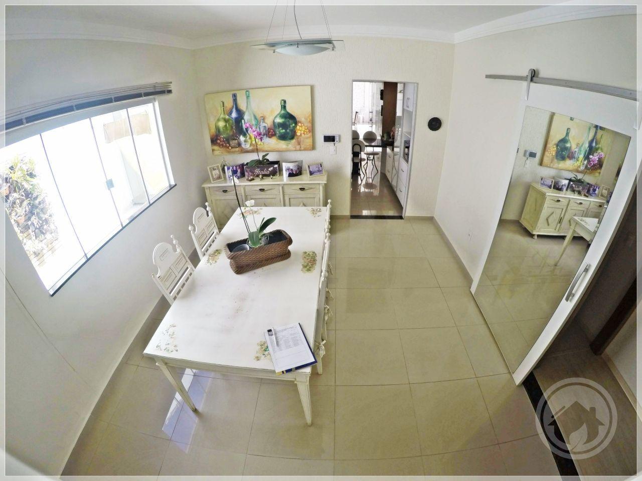 Casa com 3 Dormitórios à venda, 200 m² por R$ 900.000,00