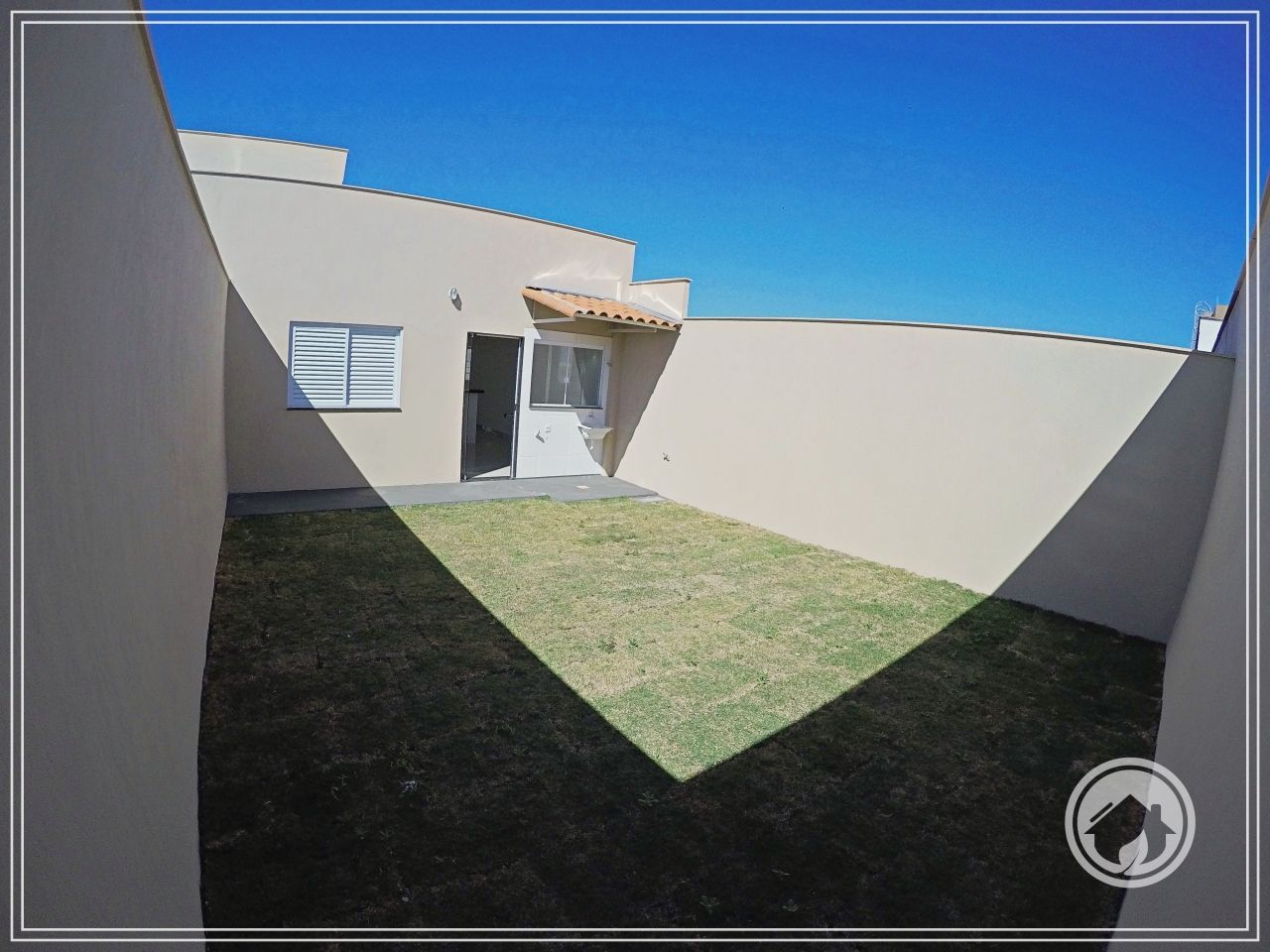 Casa com 2 Dormitórios à venda, 65 m² por R$ 205.000,00