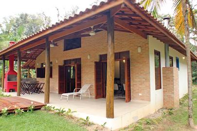 Casa de campo com amplo terraço ao ar livre